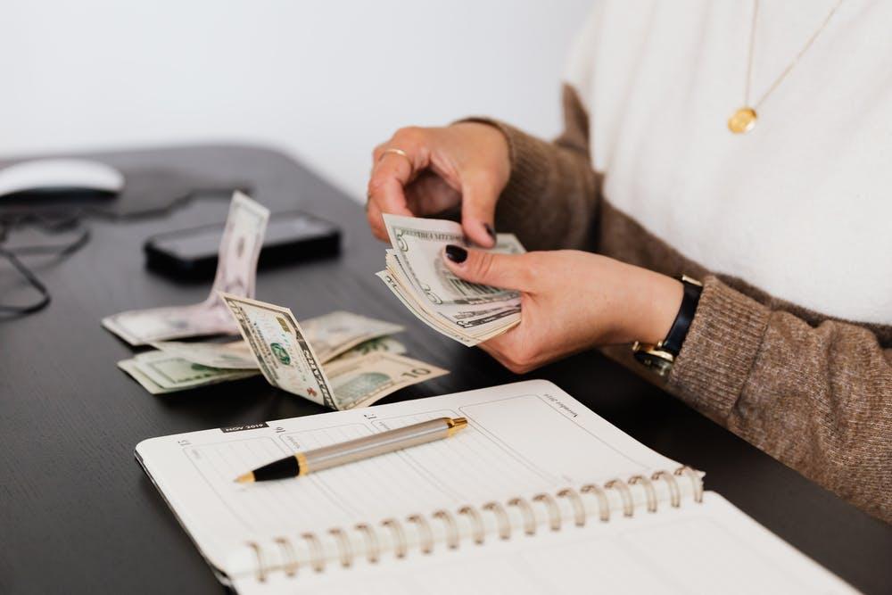 Tracciabilità delle retribuzioni: tra illecito amministrativo e rischioso onere della prova